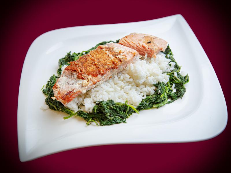 Q13 Citromos lazac, jázmin rizs, fokhagymás spenót