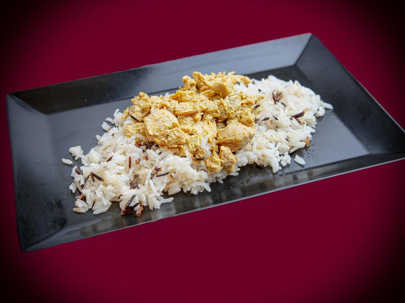 Q12 Mustáros csirkecomb filé, hagymás jázmin és vörösrizzsel